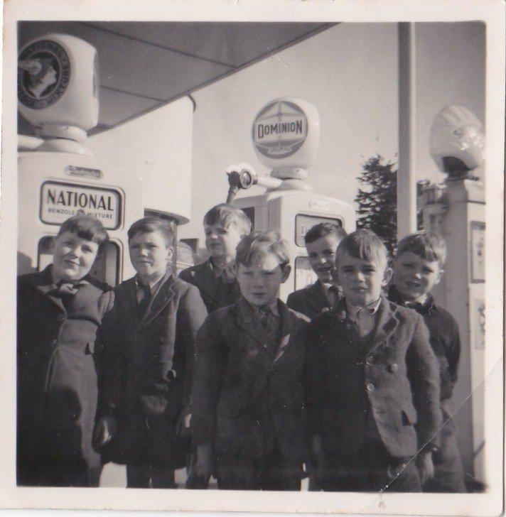 Pilton School Visit to Pilton Bridge Garage in about 1952