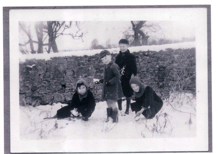 Snowballs in Pilton 1948